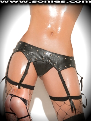 Plus size Estrela leather garter belt with silver metal studs