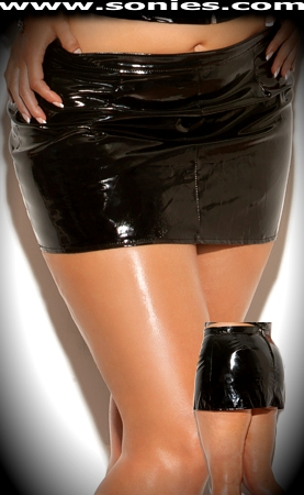 Plus size Lela black vinyl low-rise miniskirt with zipper back
