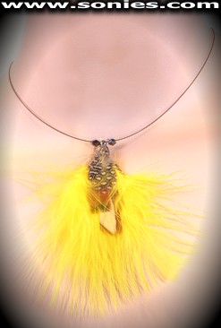 Resplendent wired necklace with dual contrasting feathers